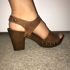 Brown healed Sandals